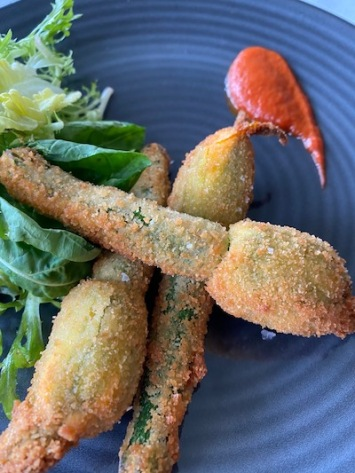 Zucchini flowers with goats cheese