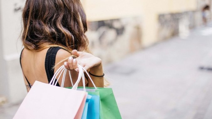How to save money, End of Financial years sales
